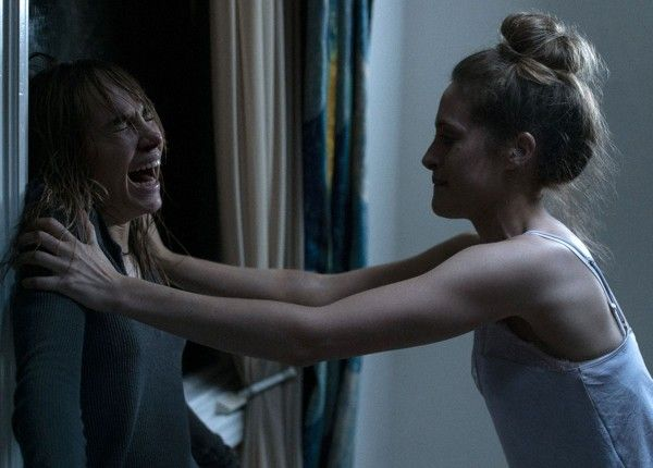 into-the-dark-suki-waterhouse-carly-chaikin-06
