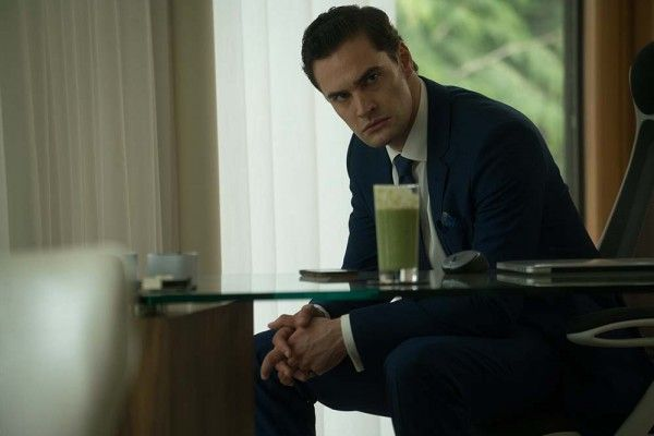 cold-pusuit-tom-bateman