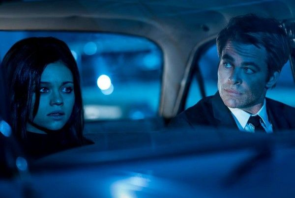 i-am-the-night-india-eisley-chris-pine-02