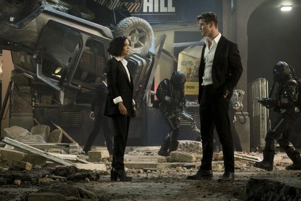 men-in-black-international-tessa-thompson-chris-hemsworth