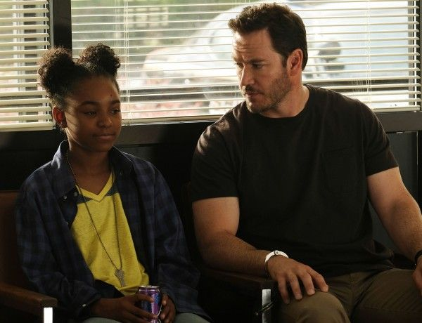 the-passage-mark-paul-gosselaar-saniyya-sidney-03