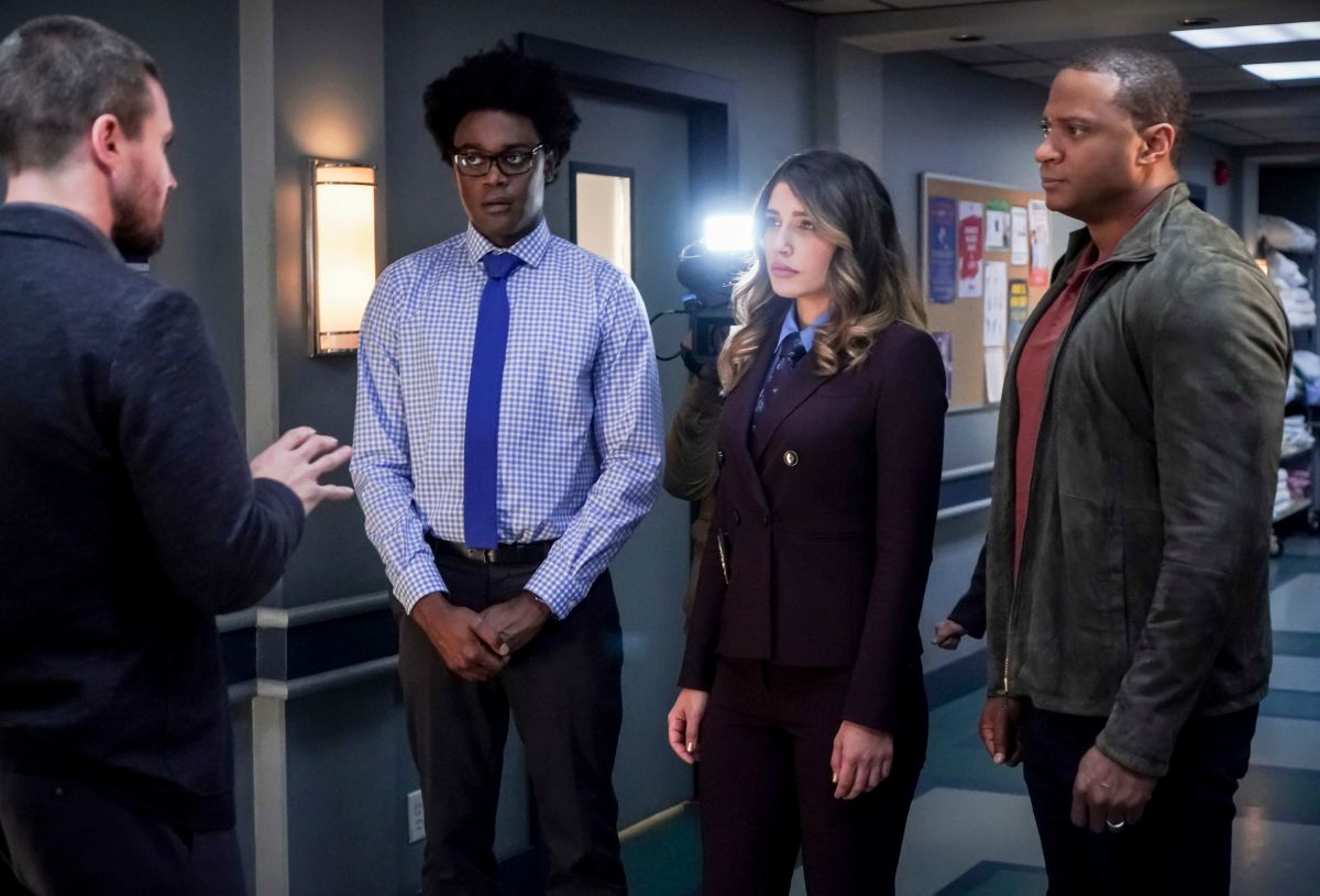 Arrow's 150th Episode Embraced the Past and Moved Forward   Collider