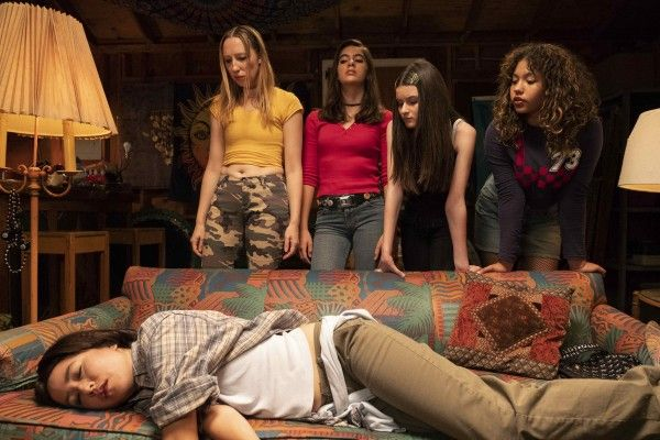 Pen15 Review A Big-Hearted Ode To Awkwardness  Collider-1281