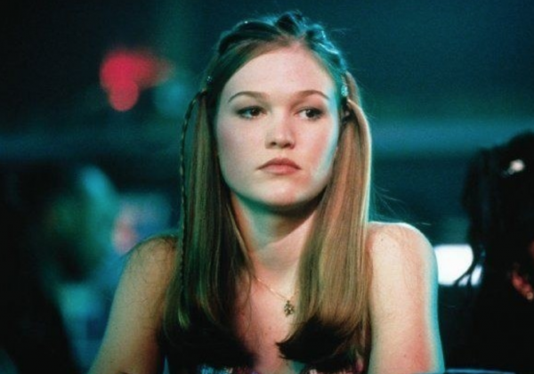 julia-stiles-hustlers