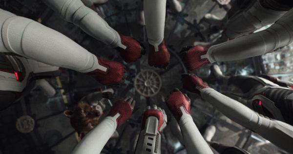 avengers-endgame-hands-in