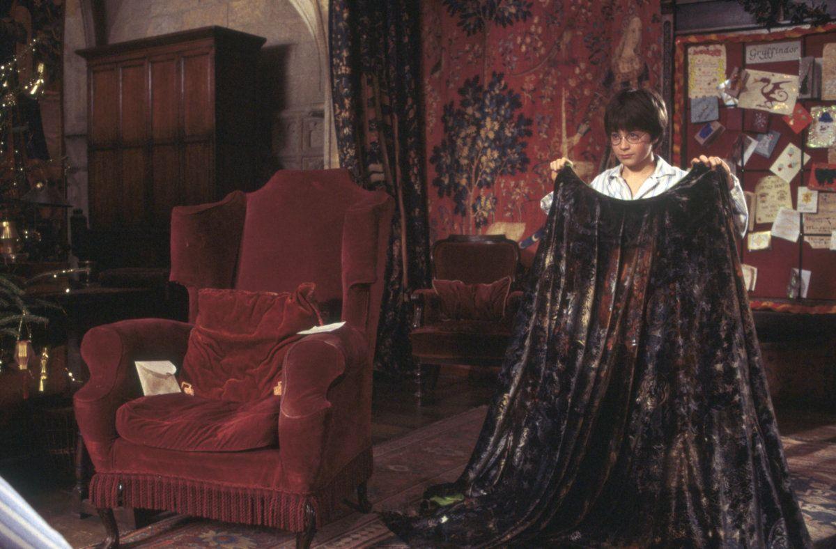 harry-potter-daniel-radcliffe-invisibility-cloak