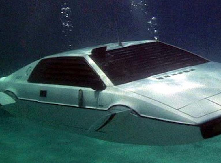 james-bond-sub-car