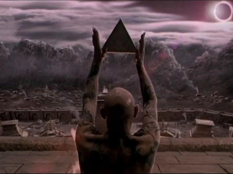 lara-croft-tomb-raider-triangle