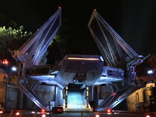 star-wars-galaxys-edge-tie-echelon
