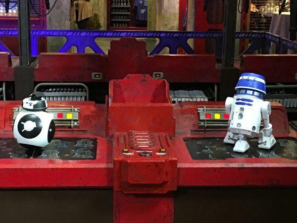star-wars-galaxys-edge-droid-depot