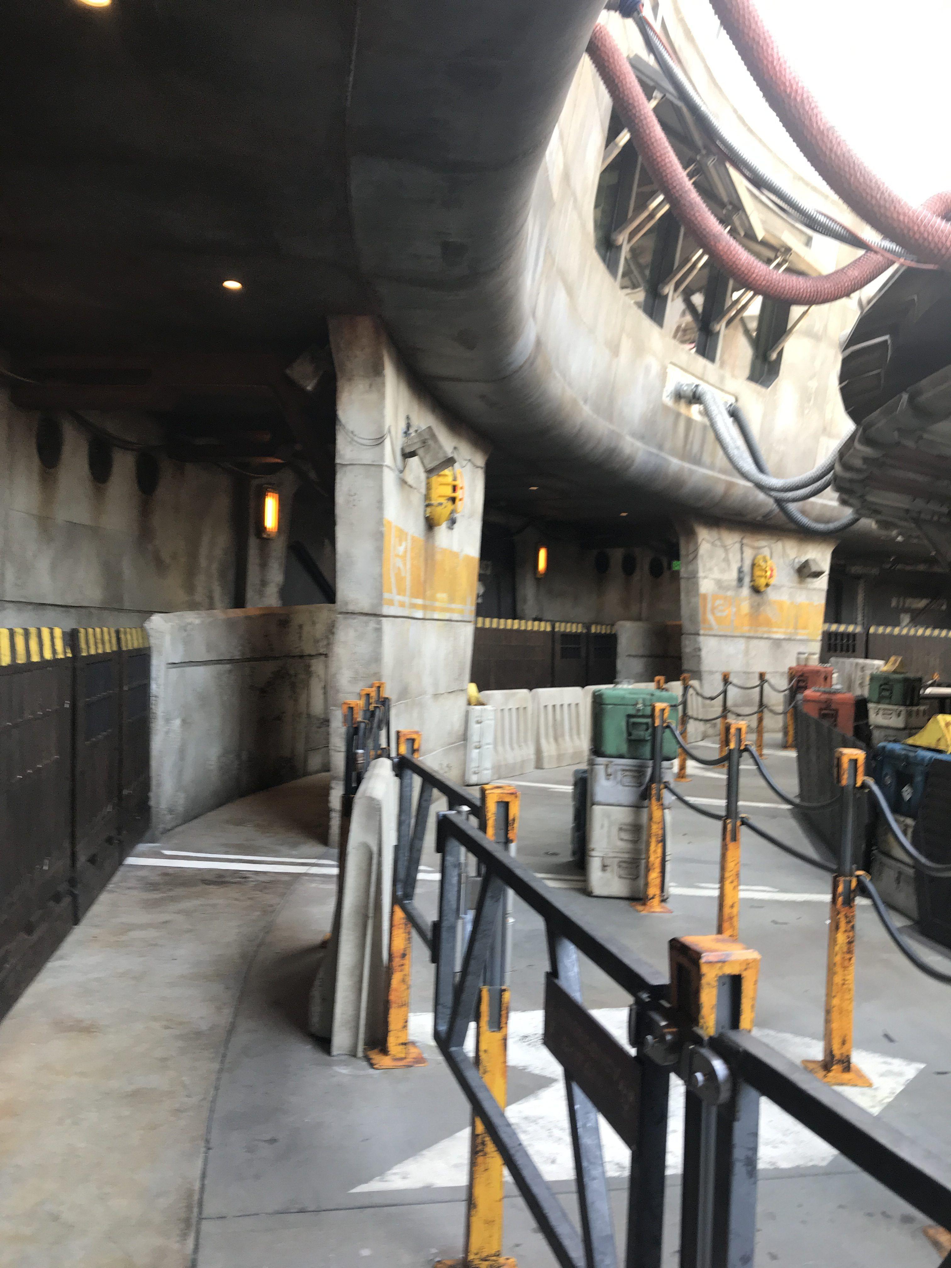 125+ Galaxy's Edge Images Take You Inside Disneyland's