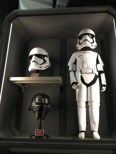 star-wars-galaxys-edge-merchandise