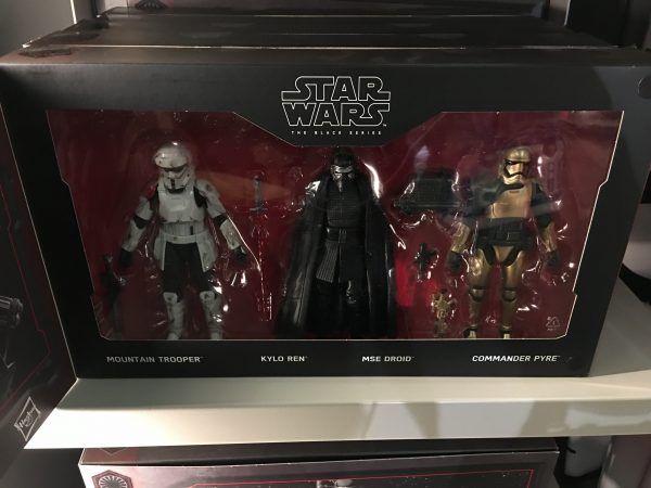 star-wars-galaxys-edge-merchandise