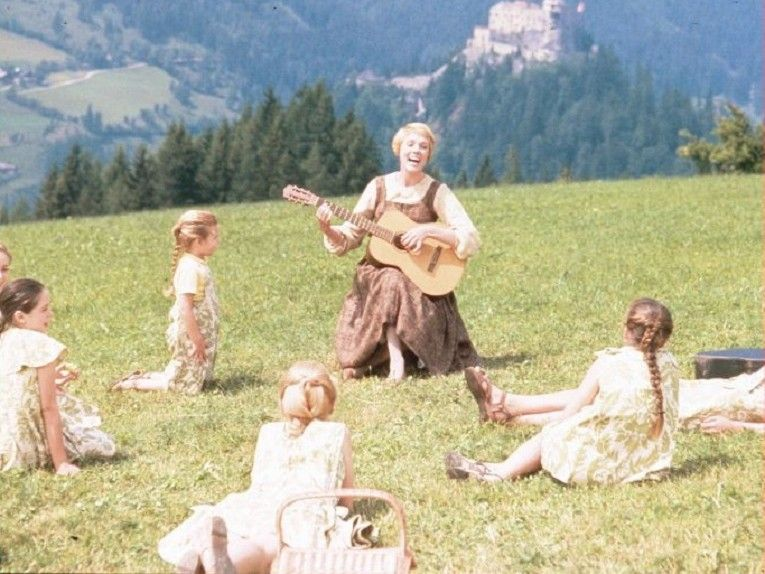 the-sound-of-music-cast-outdoors