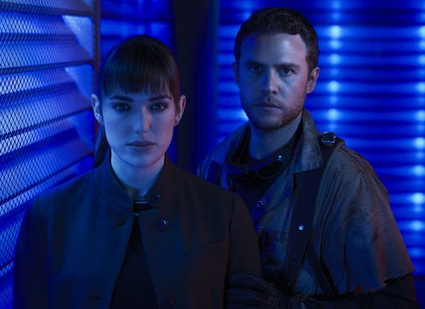 agents-of-shield-elizabeth-henstridge-iain-de-caestecker-01