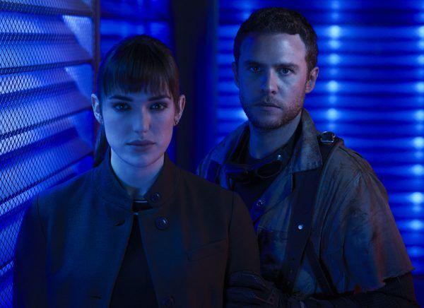 agents-of-shield-elizabeth-henstridge-iain-de-caestecker-01
