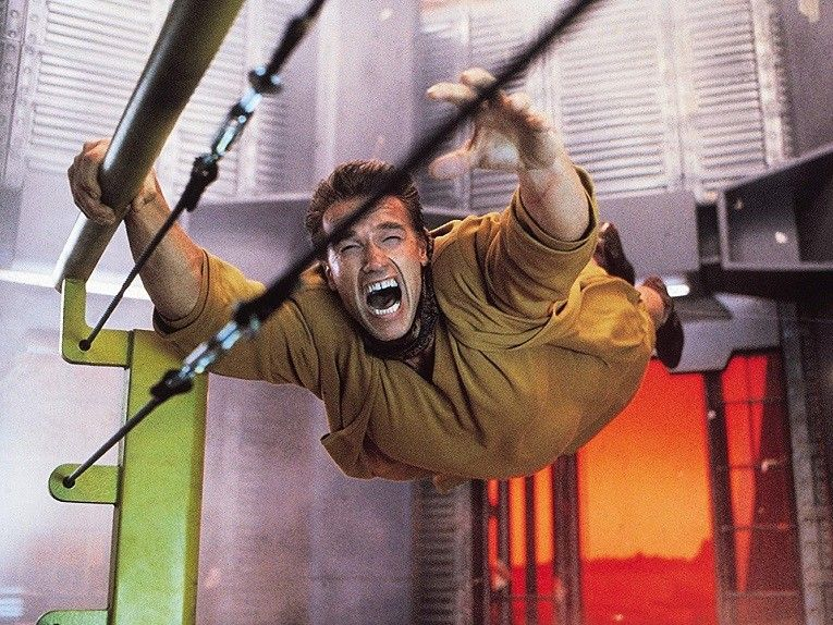total-recall-arnold-flying