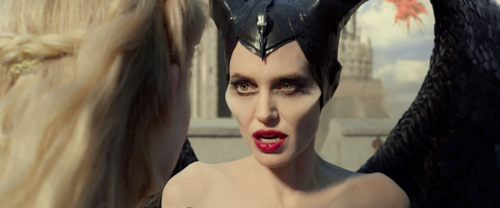 New Maleficent Mistress Of Evil Trailer Teases A Battle Of