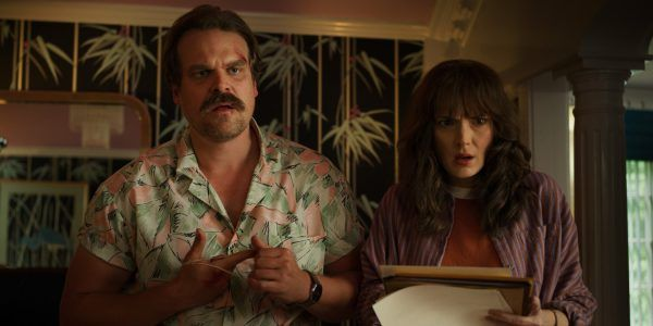 stranger-things-3-david-harbour-winona-ryder