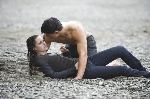 The Twilight Saga New Moon movie image Kristen Stewart, Taylor Lautner (1)