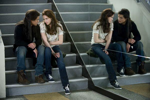 The Twilight Saga New Moon movie image Kristen Stewart, Taylor Lautner (2)