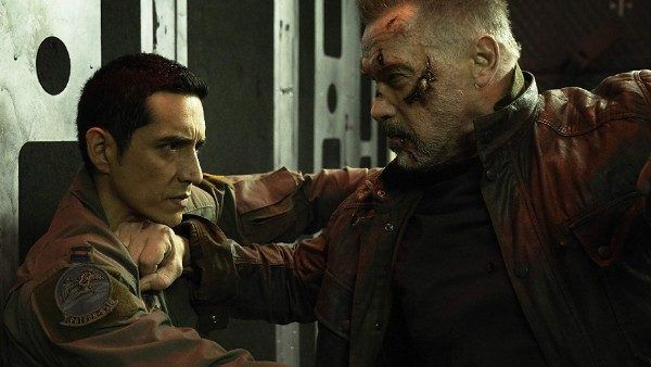terminator-dark-fate-gabriel-luna-arnold-schwarzenegger-fight