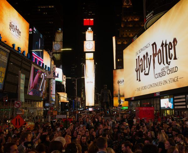 harry-potter-cursed-child-times-square