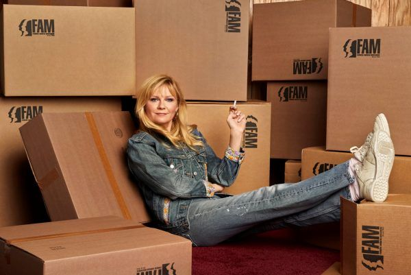 on-becoming-a-god-in-central-florida-kirsten-dunst-03