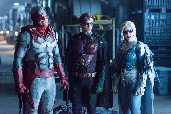 titans-season-2-cast-image