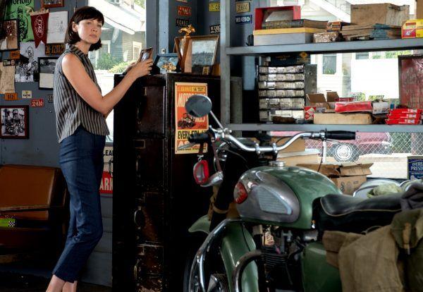 ford-v-ferrari-caitriona-balfe-motorcycle
