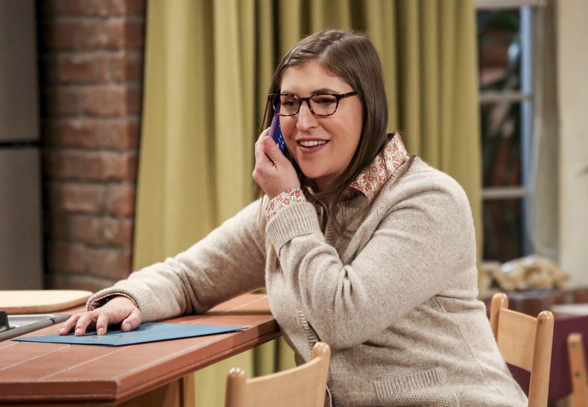 'The Big Bang Theory's Mayim Bialik Gets Dustin Hoffman for Directorial Debut