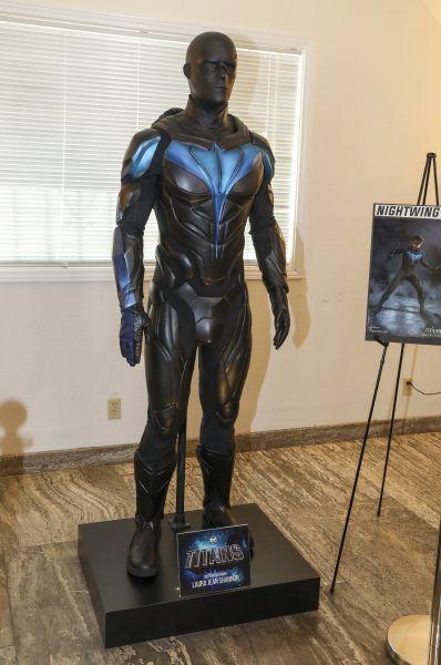 titans-season-2-brenton-thwaites-nightwing-costume