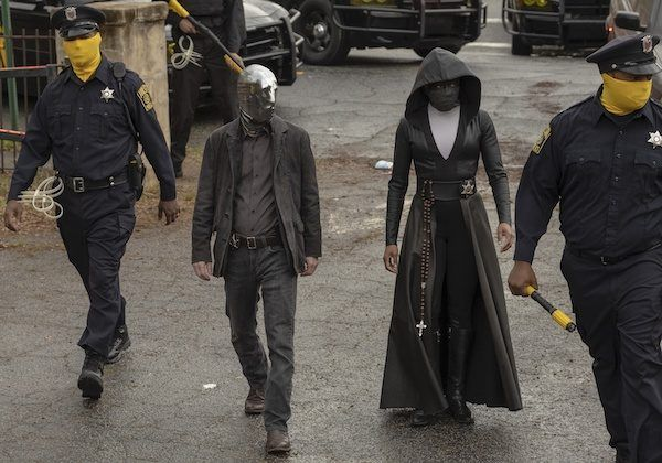 watchmen-tim-blake-nelson-police