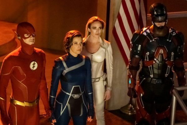 crisis-on-infinite-earths-grant-gustin-caity-lotz-brandon-routh-audrey-marie-anderson