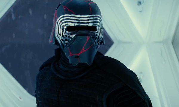 rise-of-skywalker-kylo-ren-helmet-social