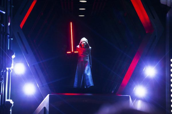 star-wars-rise-of-the-resistance-ride-image-kylo-ren