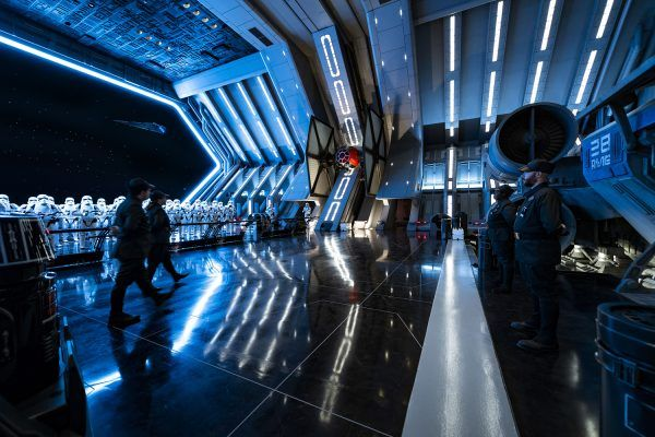 star-wars-rise-of-the-resistance-ride-image-stormtrooper-room