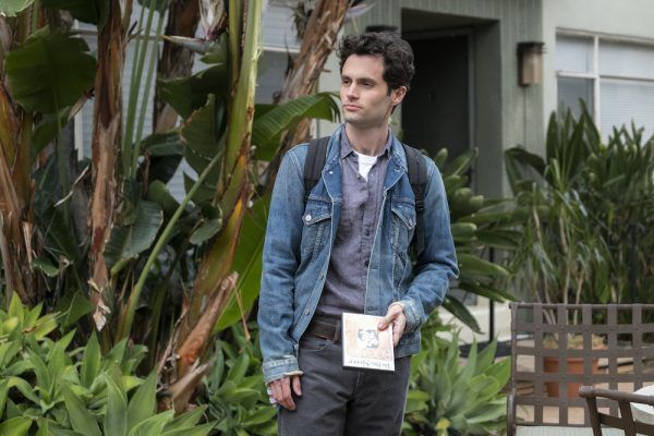 you-netflix-penn-badgley-joe-courtyard