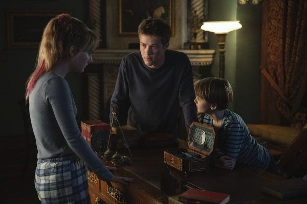 Emilia Jones as Kinsey Locke, Connor Jessup as Ben Locke, and Jackson Robert Scott as Bode Locke.