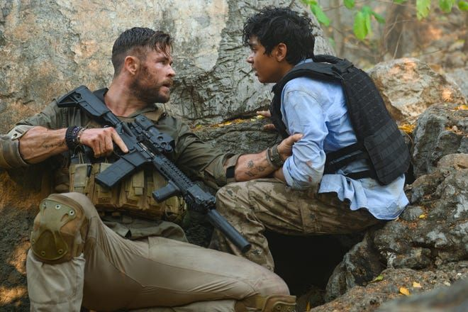 Extraction Images Tease Chris Hemsworth S New Action Packed Netflix Pic Collider