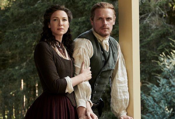 outlander-season-5-sam-heughan-caitriona-balfe-porch