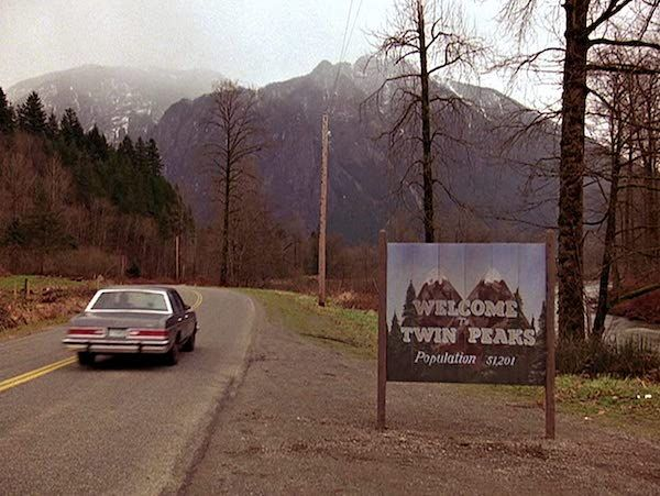 twin-peaks-pilot-welcome-sign