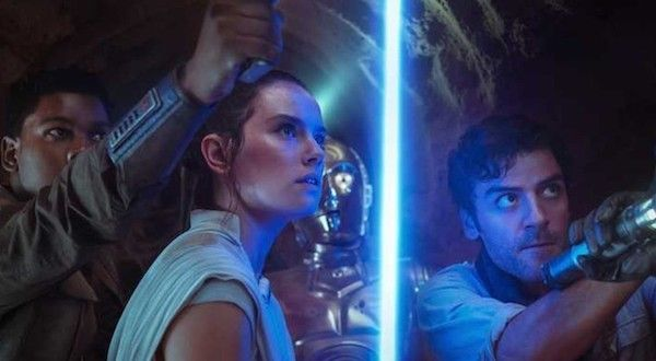 rise-of-skywalker-daisy-ridley-john-boyega-lightsaber