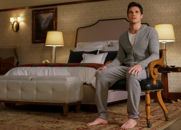 upload-robbie-amell