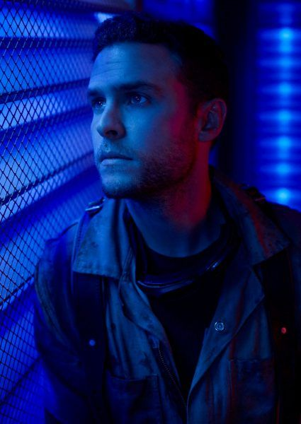 agents-of-shield-iain-de-caestecker-02