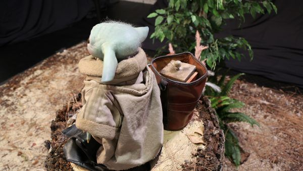 baby-yoda-the-mandalorian-the-child-sideshow-collectibles