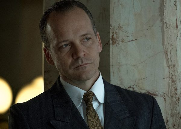 mr-jones-peter-sarsgaard-01