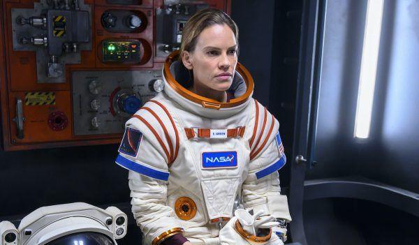 away-netflix-hilary-swank-astronaut
