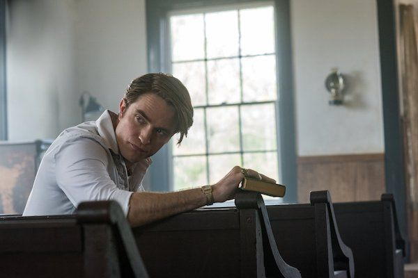 the-devil-all-the-time-netflix-robert-pattinson