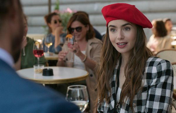 emily-in-paris-netflix-lily-collins-beret